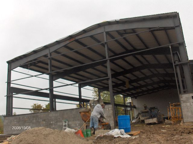 Industrial-Building-Addition_Installation-Of-Roof-Panels-And-Soffit-Insulation-Part5-ColB1-103-Picture-3