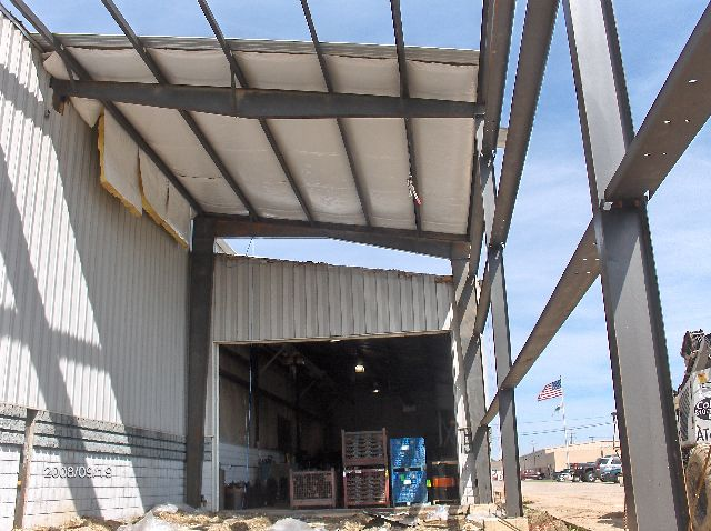 Industrial-Building-Addition_Insatallation-Of-Roof-Panels-And-Soffit-Insulation-ColB1-103-Picture-6