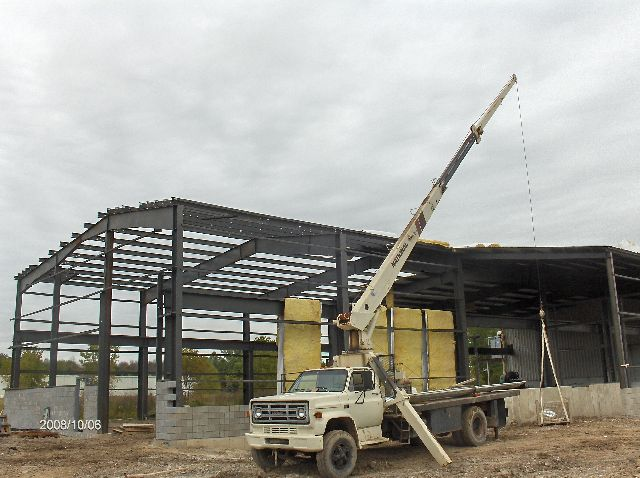 Industrial-Building-Addition_Installation-Of-Roof-Panels-And-Soffit-Insulation-Part4-ColB1-103-Picture-3