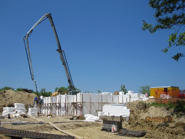 Placing-Concrete-in-ICF-Basement-Walls-Building-in-Ann-Arbor-Michigan-Project-EneE1DomM1-101.html-Picture-4