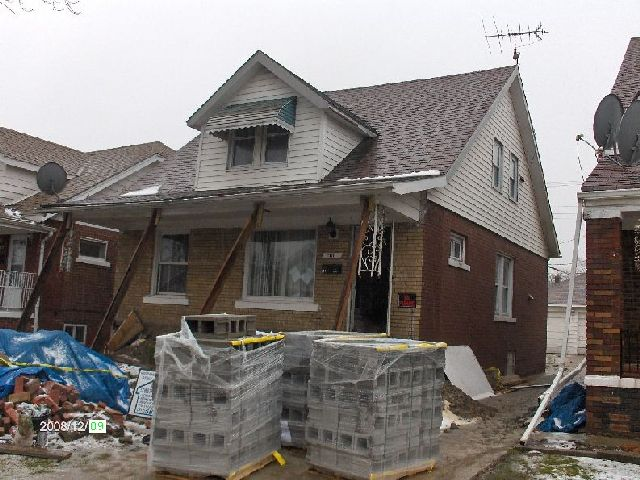 Rehabilitating-A-Foreclosed-House-In-Dearborn-Michigan-Project-OseH1-104-Picture-2